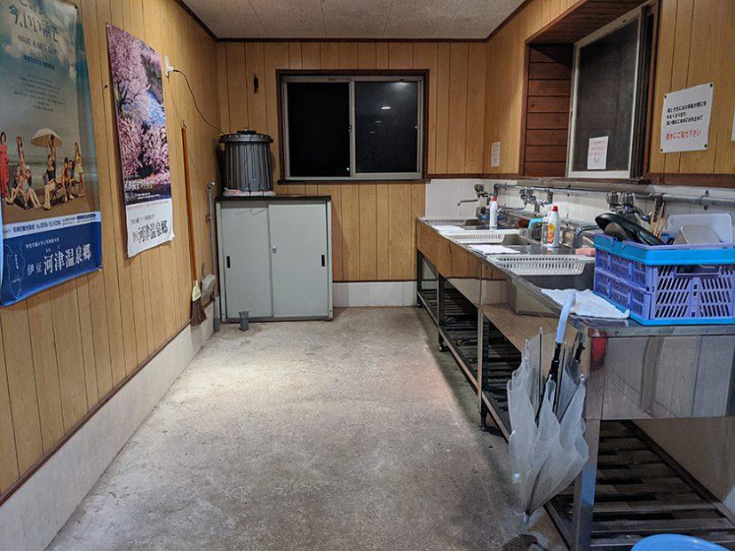 河津オートキャンプ場キャンプサイト奥、サブの炊事場